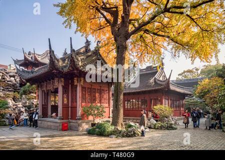 29 November 2018: Shanghai, China - Kuailou Pavilion and Jingyi Study in the Yu Garden, part of the Shanghai Nanshi Old Town district. - Stock Image
