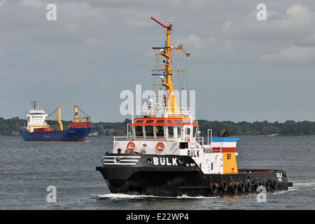 Tug opeartions - Stock Image