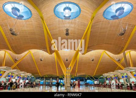 Madrid Airport Terminal 4 departures Madrid Barajas Airport designed by Antonio Lamela, Richard Rogers, Aeropuerto Adolfo Suárez Madrid-Barajas. - Stock Image