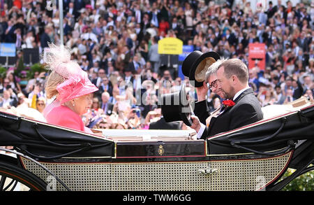 Ascot Racecourse, Windsor, UK. 21st June, 2019. Royal Ascot Horse racing; HM The Queen Elizabeth II arrives at Ascot Credit: Action Plus Sports/Alamy Live News - Stock Image