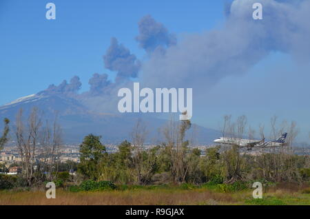 Catania, Sicily, Italy. 24th December, 2018. A plane landing near Europe's most active volcano, Mount Etna, in eruption in the afternoon. Credit: jbdodane/Alamy Live News - Stock Image