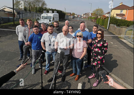 George McGowan speaks on behalf of members of the community at the scene in Londonderry, Northern Ireland, where 29-year-old journalist Lyra McKee was shot and killed when guns were fired and petrol bombs were thrown in what police are treating as a 'terrorist incident'. - Stock Image