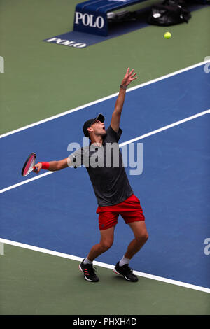 New York, United States. 02nd Sep, 2018. Flushing Meadows, New York - September 2, 2018: US Open Tennis: Number 9 seed, Dominic Thiem of Austria in action against Kevin Anderson of South Africa during their fourth round match at the US Open in Flushing Meadows, New York. Thiem won in straight sets. Credit: Adam Stoltman/Alamy Live News - Stock Image