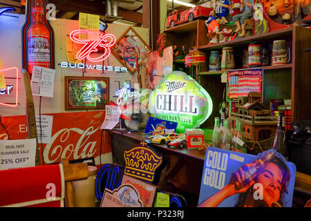 Antique and vintage neon signs and other old and rustic items for sale in an indoor antique mall in Prattville Alabama, USA. - Stock Image