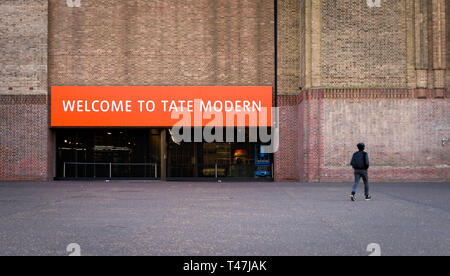 The Tate Modern Gallery, Built on the River Thames in an old Power station, First opened in 2000. - Stock Image