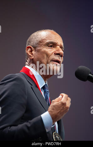 10/11/2018: Hutchins Center, Harvard University, Cambridge, MA. Kenneth I. Chenault, venture capitalist and former chief executive officer of American Express, speaking after receiving a W.E.B Du Bois medal.  Chenault was one of eight African Americans to receive the medal for their contribution to African and African American history and culture at Harvard University in Cambridge, Massachusetts, USA.  Other 2018 recipiants were David Chappelle, Shirley Ann Jackson, Pamela Joyner, Colin Kaepernick, Florence Ladd, Bryan Stevenson and Kehinde Wiley. - Stock Image