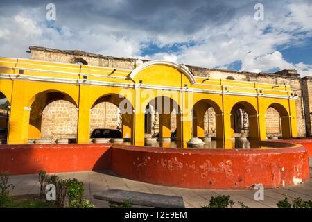 Public Laundry Fountain, Tanque lavadero el Parque la Union, with Spanish Colonial Architecture Yellow Arches in Old City Antigua Guatemala - Stock Image