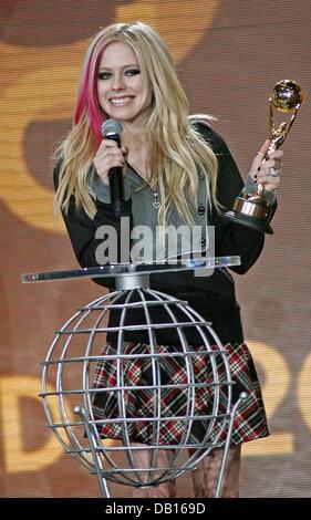 Singer Avril Lavigne receives the 'World's Best Selling Pop/Rock Female Artist' award during the 2007 - Stock Image