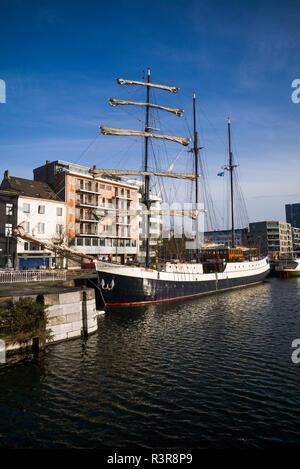 Belgium, Antwerp. Newly renovated 't Eilandje docklands - Stock Image