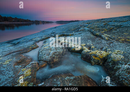 Oven, Oslofjorden, Norway, December 30th, 2018.  Beautiful winter evening by the Oslofjord, Norway. Credit: Oyvind Martinsen/ Alamy Live News - Stock Image
