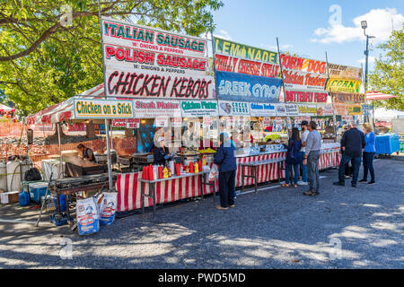 HICKORY, NC, USA-10/14/18: A concession stand at a local fall festival offers Itialian sausage and chicken kebobs.  Customers stand in line. - Stock Image