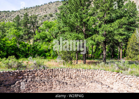 Canyon and old pueblo ruins at Main Loop trail in Bandelier National Monument in New Mexico during summer in Los Alamos - Stock Image