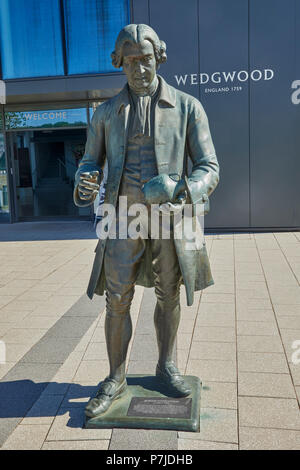 Sculpture of Josiah Wedgwood at World of Wedgwood Visitor Centre Barlaston Stoke on Trent Staffordshire England UK - Stock Image
