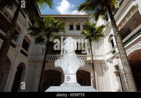 Sir Thomas Stamford Raffles statue, Singapore SIN - Stock Image