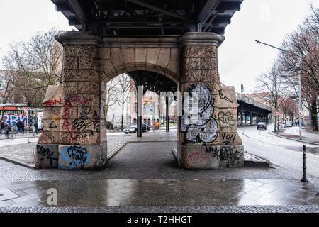 Berlin, Kreuzberg. Railway Viaduct carrying U1 & U3 elevated railway tracks of U-bahn Undergound commuter rail network - Stock Image