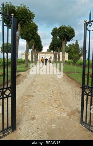 gate entrance chateau trottevieille saint emilion bordeaux france - Stock Image