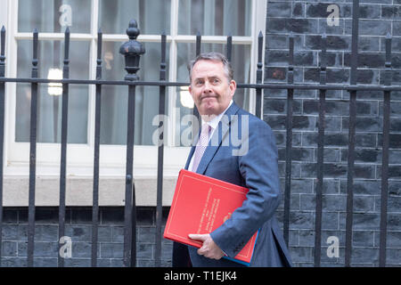 London 26th March 2019, Dr Liam Fox MP PC, International Trade Secretary leaves a Cabinet meeting at 10 Downing Street, London Credit: Ian Davidson/Alamy Live News - Stock Image