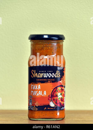 Jar of Sharwood's Cooking Sauce. Tikka Masala. England, United Kingdom, Europe. - Stock Image