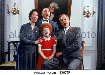 ANNIE (1982) - pictured L-R:  ANN REINKING, ALBERT FINNEY, EDWARD HERRMAN and AILEEN QUINN. Editorial use only. - Stock Image