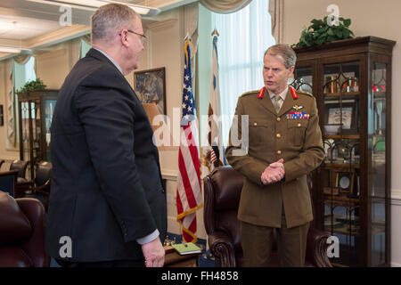 Deputy Secretary of Defense Bob Work meets with Deputy Supreme Allied Commander Europe General Sir Adrian Bradshaw - Stock Image