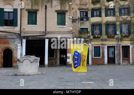 Venice, Italy. 10th, Mar 2018.  A member of Jewish Community of Venice, take a flag after the celebration of Shabbat - Stock Image