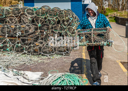 Schull, West Cork, Ireland. 1st Apr, 2019. A local fisherman prepares his crab and lobster pots for a fishing trip on a hot, sunny day. The day will remain sunny with scattered showers with top temps of 6 to 9°C. Credit: Andy Gibson/Alamy Live News. - Stock Image