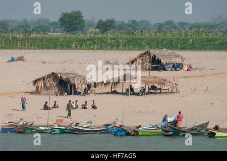 People living on the sandy banks of the Irrawaddy river in Myanmar (Burma). - Stock Image