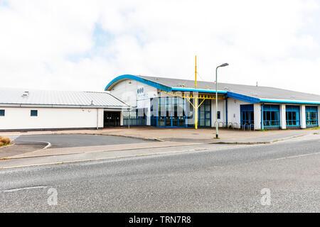 Dartmouth leisure centre, building, exterior, sign, signs, leisure centre Dartmouth, leisure centers, Dartmouth town Devon UK, centres, center,leisure - Stock Image