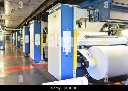 Printing shop: paper roll in a printing press - Stock Image