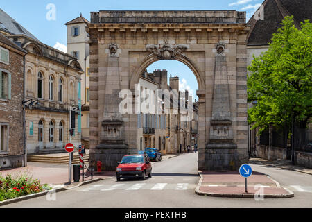 The historic arch of Porte St Nicolas in the town of Beaune in the Burgundy region of eastern France. - Stock Image