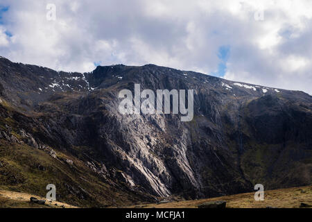 Late afternoon sunlight on Idwal Slabs below Glyder Fawr in mountains of Snowdonia National Park. Ogwen, North Wales, UK, Britain - Stock Image