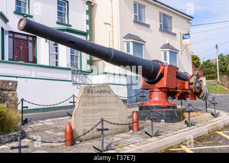 Six inch naval cannon rescued from the SS Laurentic after it was shipwrecked in 1917. Downings, County Donegal, Ireland - Stock Image