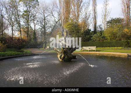 Fountain Queen Mothers Garden Regents Park - Stock Image