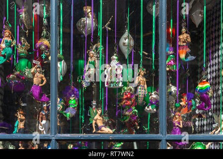 New Orleans Mardi Gras, view of a shop window display of Mardi Gras dolls and trinkets in the center of the French Quarter (VIeux Carre), New Orleans. - Stock Image