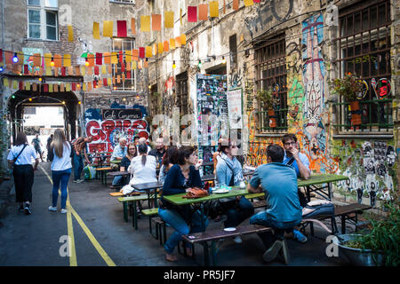 Berlin mitte cafe trendy - Stock Image
