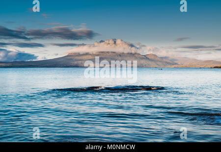 Renvyle Beach, Renvyle Peninsula, Connemara, County Galway, Ireland, looking towards Mweelrea Mountain in County - Stock Image