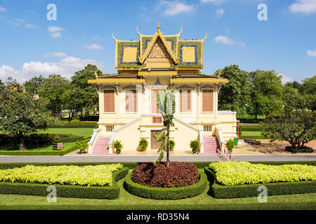 Hor Samran Phirun building and gardens in the Royal Palace complex. Phnom Penh, Cambodia, southeast Asia - Stock Image