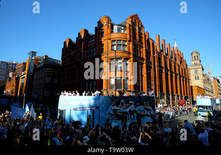 General view of the buses during the trophy parade in Manchester. - Stock Image