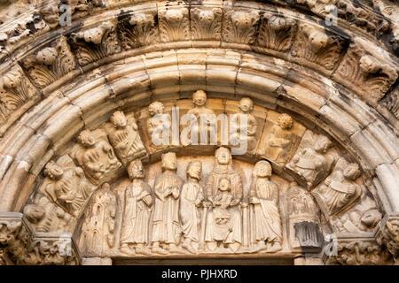 Spain, Galicia, A Coruna, Ciudad Vieja, Rúa Damas, Colexiata Santa Maria Del Campo church, carving above doorway - Stock Image