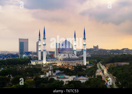 The beautiful Sultan Salahuddin Abdul Aziz Shah Mosque (also known as the Blue Mosque) located at Shah Alam, Selangor, Malaysia. - Stock Image