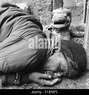 Drunk in the street, Kathmandu, 2017 - Stock Image