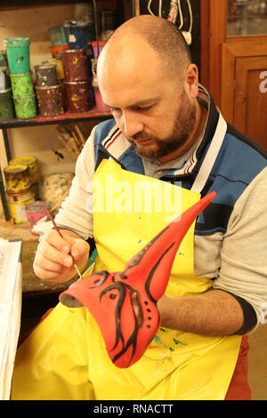 Venice, Italy. 16th Feb, 2019. A visitor paints on a mask at a workshop in Venice, Italy, Feb. 16, 2019. The masks on the Venice Carnival, scheduled from Feb. 16 until March 5, attracted lots of visitors. Credit: Huang Wanqing/Xinhua/Alamy Live News - Stock Image