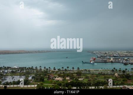 Abu Dhabi, UAE. 27th Mar 2019. Rooftop View of Zayed Port Bay Area Abu Dhabi during rain Credit: Fahd Khan/Alamy Live News - Stock Image
