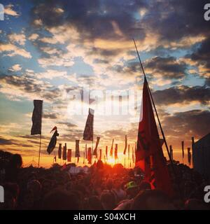 Sunset, crowd and atmosphere at Glastonbury festival 2014 - Stock Image
