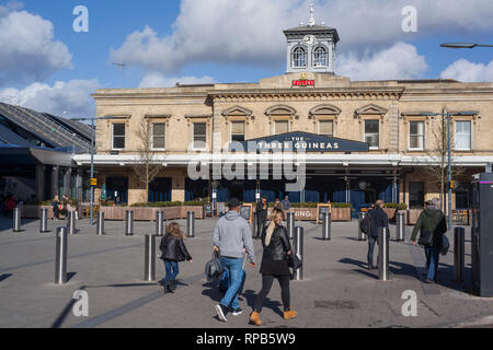 The original Victorian Reading Station building, now the Three Guineas pub. - Stock Image