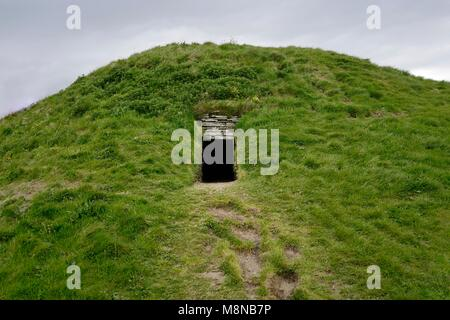 Cuween Hill prehistoric chambered cairn Neolithic communal tomb. Orkney, Scotland. Entrance passage. 5000 years - Stock Image