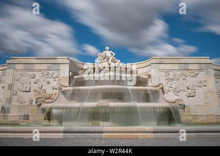 old big fountain in Schlosshof (Austria) made of white marble - Stock Image