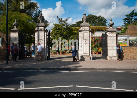 The Victoria Gate Entrance To The Royal Botanic Gardens Kew Gardens London England UK - Stock Image
