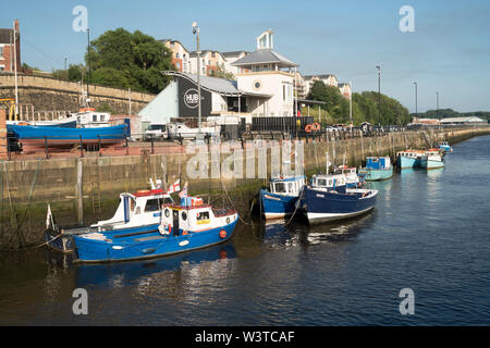 Boats moored in the river Tyne outside the Cycle Hub building in Newcastle upon Tyne, England, UK - Stock Image