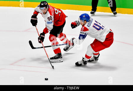 Bratislava, Slovakia. 19th May, 2019. L-R Alexander Pallestrang (AUT) and Jan Kovar (CZE) in action during the match between Austria and Czech Republic within the 2019 IIHF World Championship in Bratislava, Slovakia, on May 19, 2019. Credit: Vit Simanek/CTK Photo/Alamy Live News - Stock Image